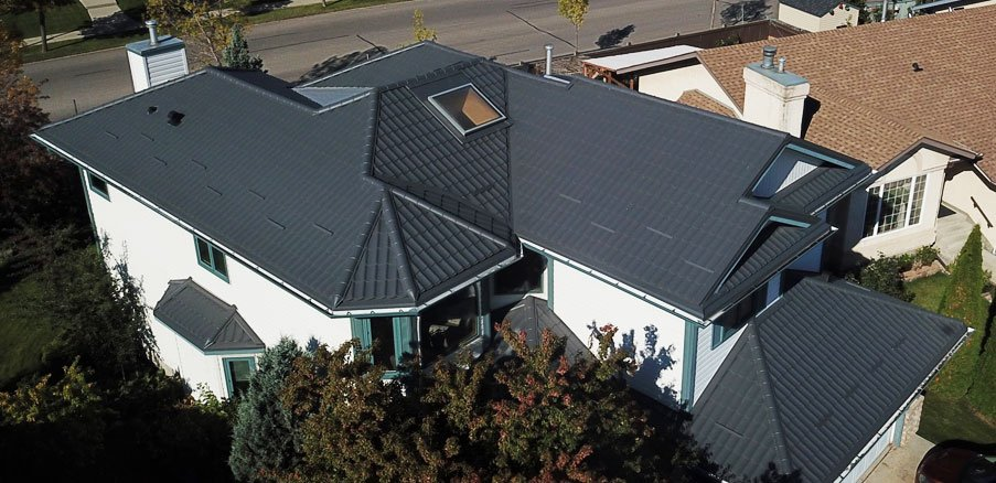 Comparison of Metal Roofing vs Shingles Roofing | AMT Roofing